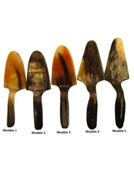 Pelle à tarte en corne de zébu couleur naturelle