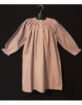 Chemise de nuit smocks longue en flanelle beige à pois rose