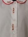 Chemise manches courte brodée fleur bordure rouge