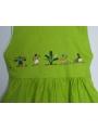 Robe brodée verte bordure blanche brodée à la main en coton