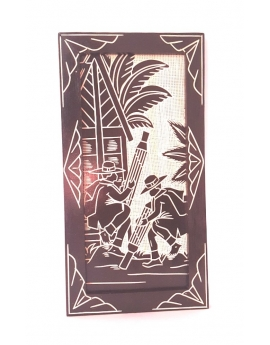 Tableau à suspendre, en bois de pin peint puis sculpté, Les joueurs de valiha